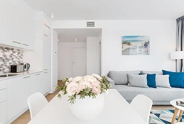 Wnętrze apartamentu typu Premium z widokiem na morze